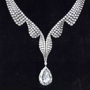 the taylor burton famous diamond necklace